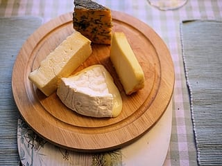 Een plateau met Franse kaas