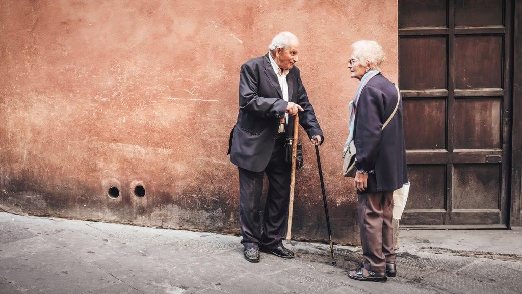 Verlegen om aanspraak of een gezellig praatje?