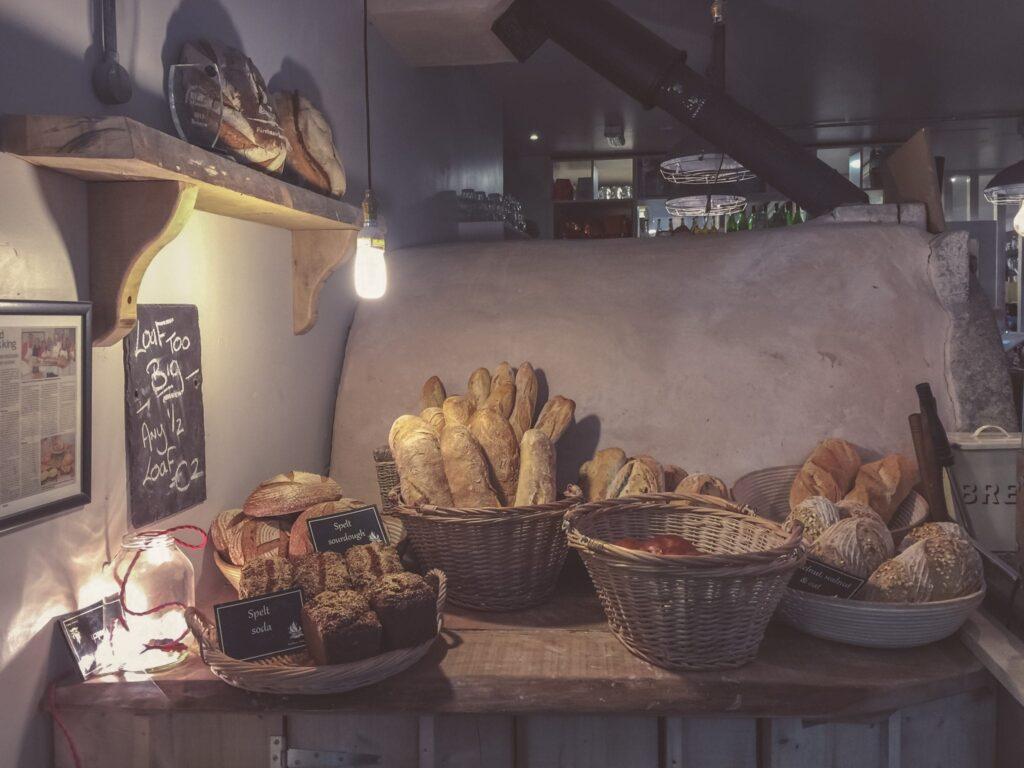 Spreekwoord 40: brood en spelen